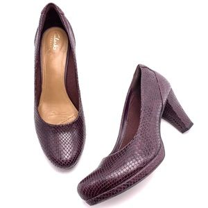 Clarks Artisan 9.5M Snake Embossed Dress Pumps
